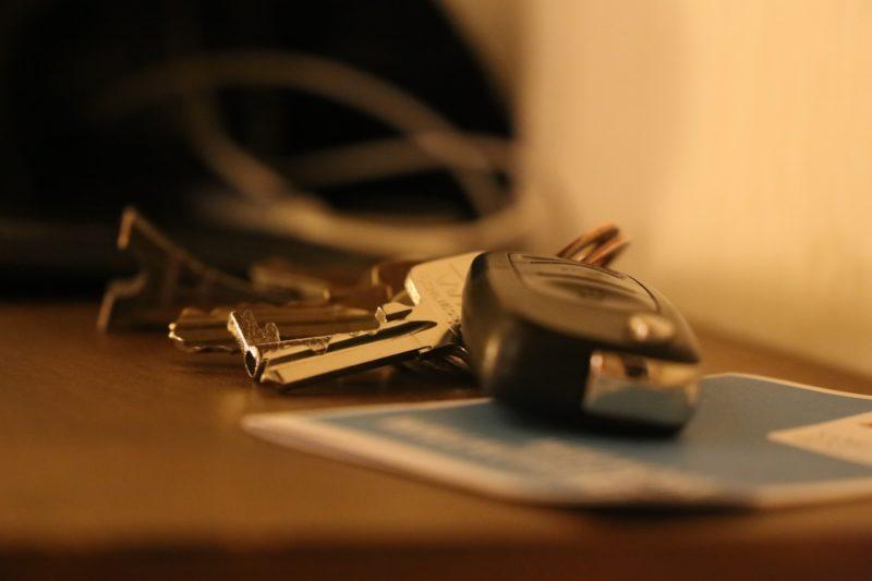 避難する場合は、車のキーは付けたままにする