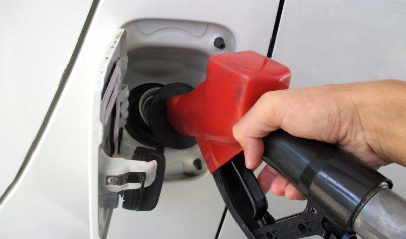 車の給油口が右か左のどちらにあるか見分ける方法