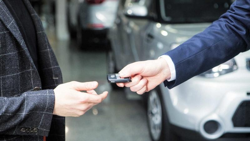新車の車検証や付属品・装備品の取説確認