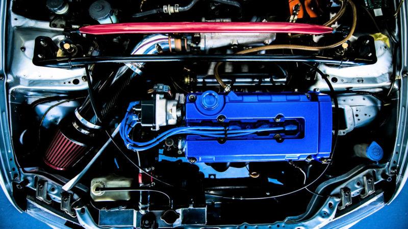 エンジンオイルの役割や交換が必要になる頻度