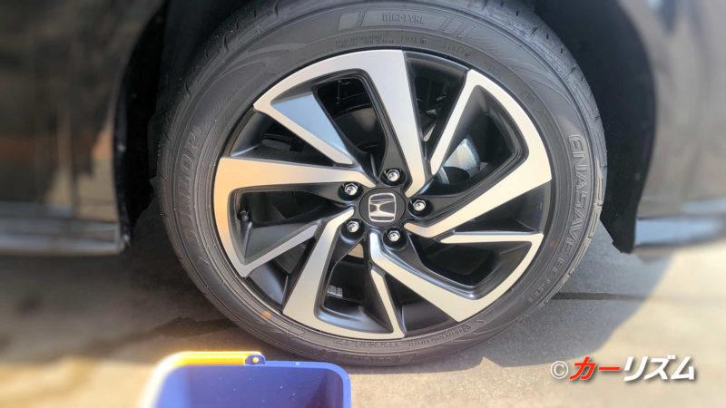 タイヤをカーシャンプーで洗う