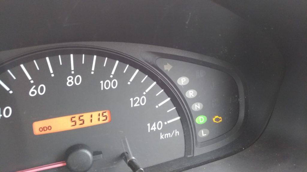 車のエンジン警告灯が点灯した時の対処方法!どんな時に点灯するのか?