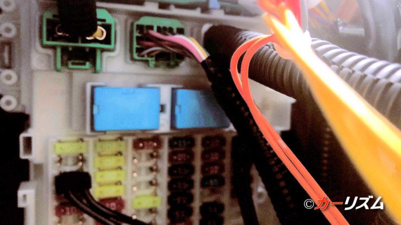 ヴェゼルのオプションカプラーに電源分岐カプラーを挿し込む