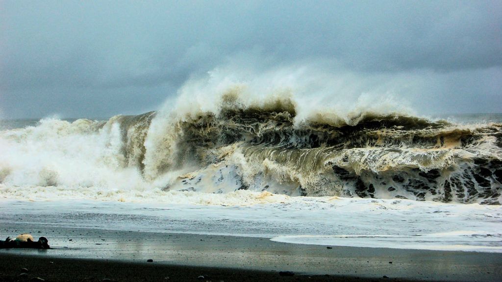 台風の日に車を運転するさいに注意すべき事など!