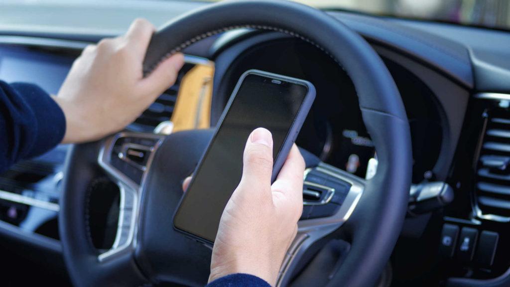 「スマホを見ながら運転」の罰則強化!その点数や罰金額などは?