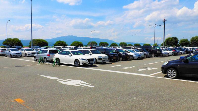 なるべく駐車スペースが広く、空きが多い場所に駐車する