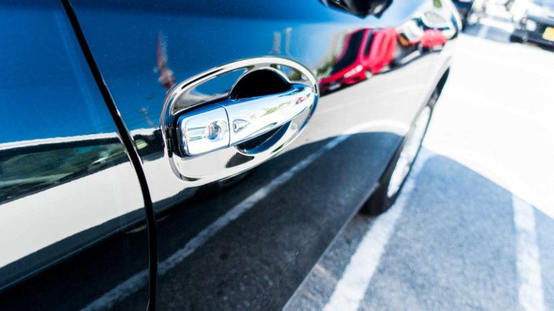 駐車場で愛車がドアパンチを受けてしまった場合の対処方法